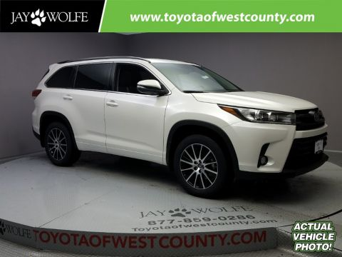 New 2018 TOYOTA HIGHLANDER SE V6 AWD Sport Utility With Navigation & AWD