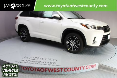 New 2018 Toyota Highlander SE 4D Sport Utility With Navigation & AWD